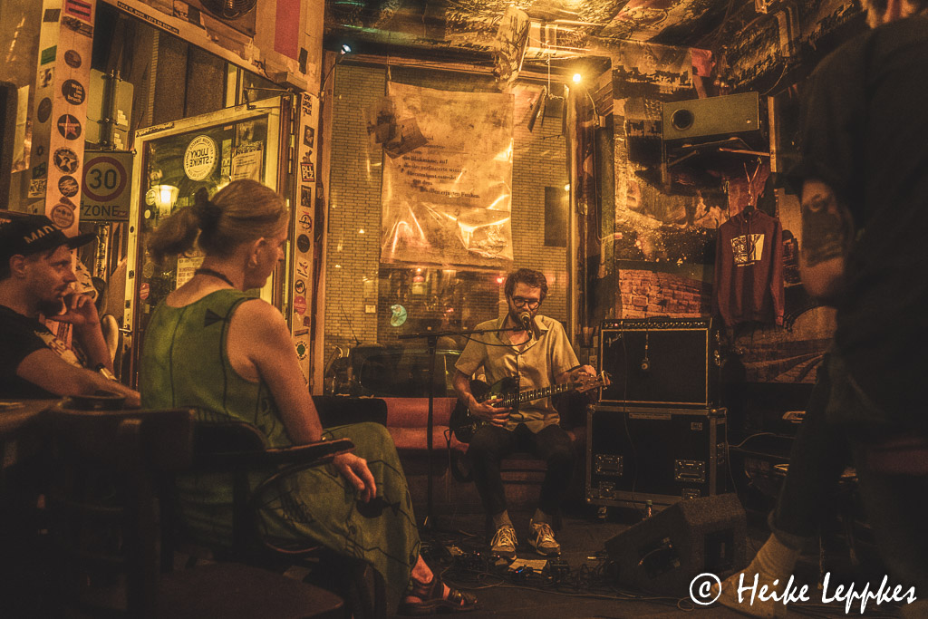 2019-08-31-Ghost-Bag-in-Das-Cafe-06568