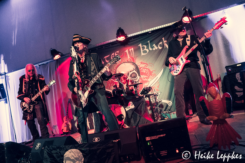 2019-11-29-Pirates-In-Black-03726