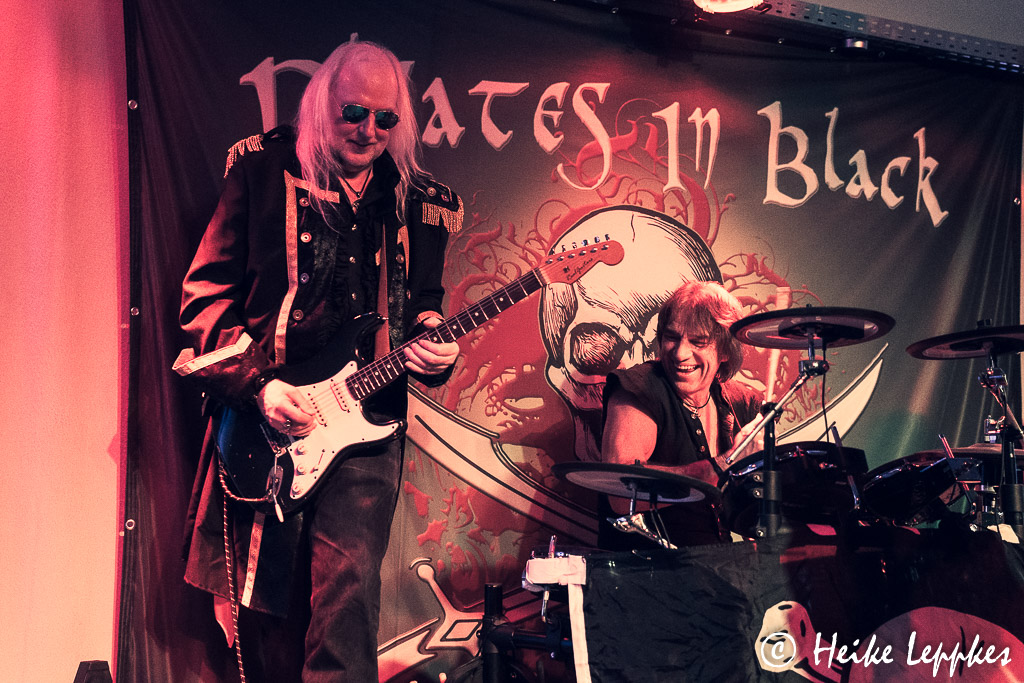 2019-11-29-Pirates-In-Black-03784