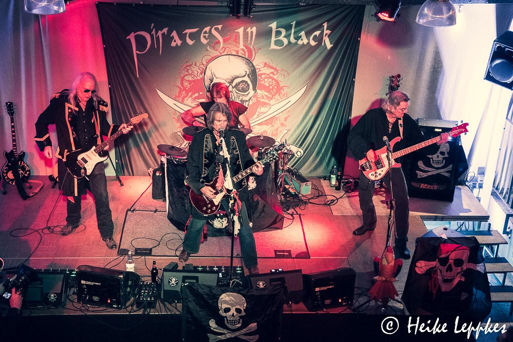 2019-11-29-Pirates-In-Black-03791