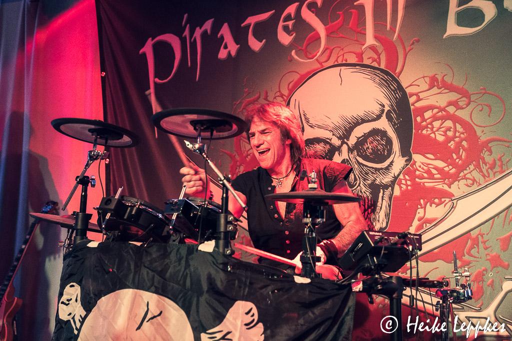 2019-11-29-Pirates-In-Black-03804