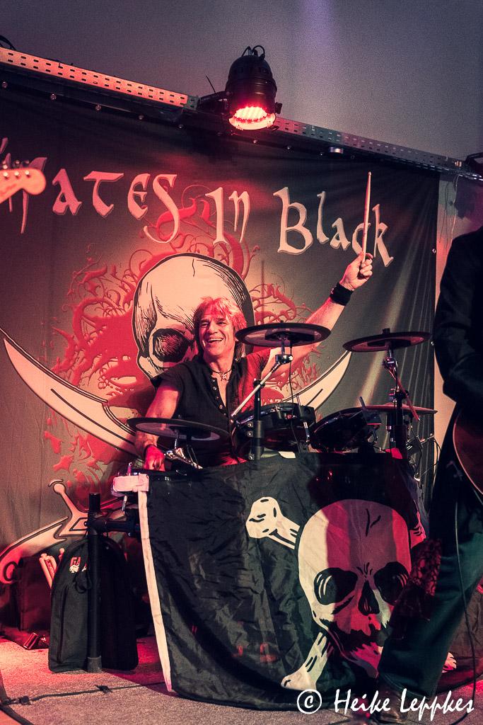 2019-11-29-Pirates-In-Black-03832